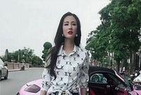 上海浦东偶遇一台粉色保时捷718,看到车主身材时,恨不得要号码