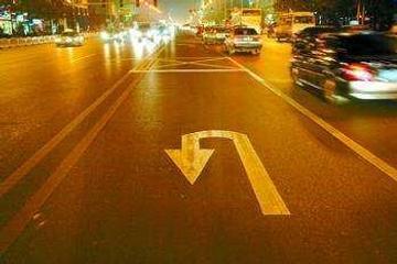 为什么红灯也能掉头,新手只敢停在那,不敢动!