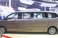 国产加长版MPV,搭载宝马发动机,车载电视机+冰箱,车长达6米