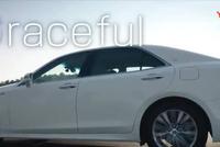 这才是真正的丰田皇冠, 比国产好太多了, 开在路上不比奔驰S差