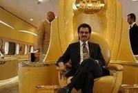 他身价320亿美元, 豪车无数最爱镶钻, 一辆百万奔驰镶了30万颗!