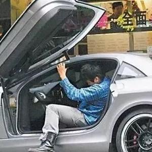 周杰伦用3800万买了这辆跑车,全台仅两辆,挂台湾最稀有的车牌图片