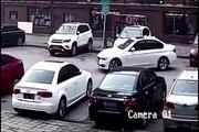 宝马女司机倒车我只服她,车位正后又突然一脚撞上前车!
