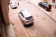 又见女司机倒车神技,技术不行开车却疯狂
