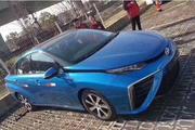 丰田氢燃料车实车国内现身,加氢3分钟,排放的是水,能跑一个省