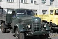 中国史上第一辆解放牌汽车,放到如今给俩法拉利都不换!