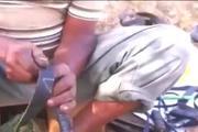 非洲人拖鞋竟然是摩托车轮胎做的.第一次见