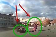 行车记录:猛烈撞击轿车后,摩托车司机付出惨痛的代价,太悲剧了