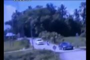 监控拍下了黑色轿车死亡前3秒