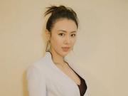 刘梦娜亮相微博电影之夜 优雅摩登仙气十足