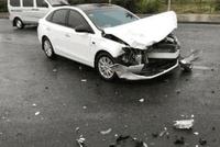 英朗被卡罗拉撞了以后,车主直呼:这英朗比日系车还脆!