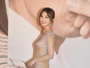 阿Sa裸粉长裙惊艳金像红毯,提名影后《非分熟女》线上热映中!