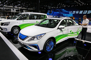 国六的方向盘还没焐热,燃油车要限制售卖了?燃油车还能开几年?