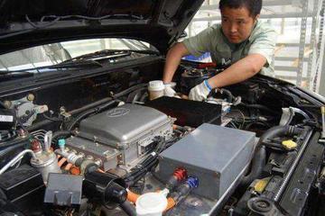 新能源车比燃油车简单,为啥要经常保养?车主:这三处不能马虎