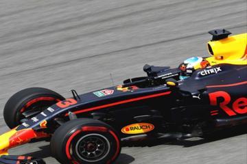 红牛F1赛车:野性魅力,赛车外观显得格外亮眼,非常霸气
