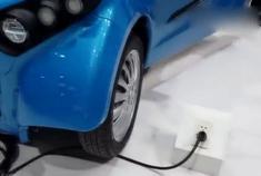 入门级小型纯电动车 续航和颜值完胜知豆D3