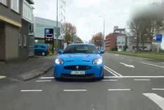 野蛮的猛兽 街拍淡蓝色捷豹XKR-S游街
