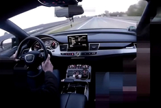 保时捷卡宴高速碰到奥迪A8!很快保时捷车主就认怂了