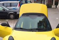 广东偶遇奔驰Smart精灵跑车,车价22万,国内很少能见到!