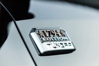 V8引擎越野不输霸道,车高近2米敢于猛禽平视,男人愿多看一眼