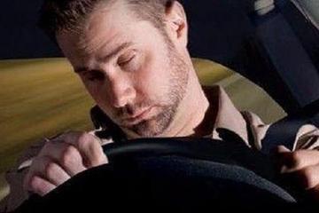 夜间开车上高速,牢记4个安全行车守则,事故率大大降低!