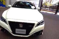 谁说丰田2018款皇冠在国内已经停售?随我们镜头走进经销店实拍