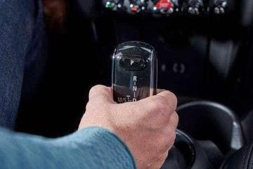 手动挡汽车用这3种方式挂挡,不仅伤车,还可能有危险!