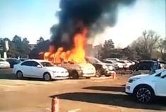 长春市殡仪馆。东风菱智m5后暖风机起火。导致车辆自燃