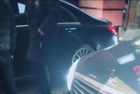 奥迪后面跟两台奔驰S级护驾,看到车牌的那一刻全懂了..