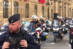 爱丽舍宫护送大大的摩托车队