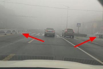 开车遇到大雾天时,能做到这几点就算合格老司机