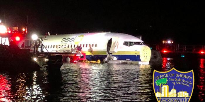福利彩票双色球怎么玩_美国一架波音737滑出跑道坠河 机上人员全部逃生