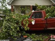 美国俄亥俄州遭龙卷风侵袭 约500万人无电可用