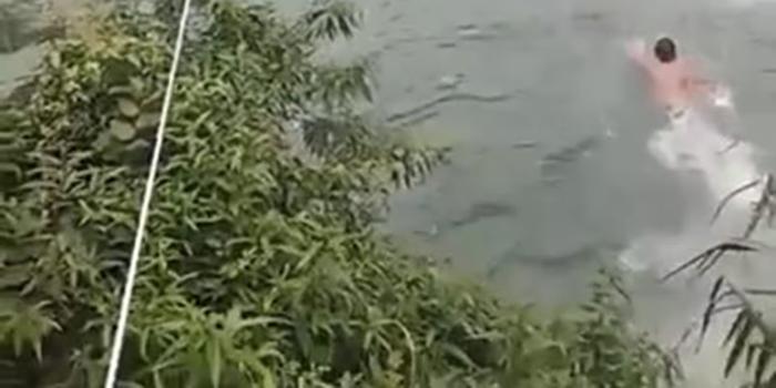 湖南龙山龙舟赛临时观光桥垮塌 已打捞上两具遗体