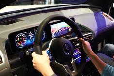 奔驰EQC MBUX车机系统游戏演示