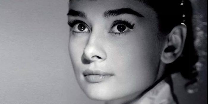 妈妈任我淫_(1967),是我看的第一部赫本演的电影,那时我才五岁,母亲在一旁不断