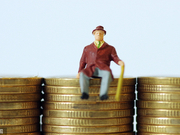 """新京报:社保""""费改税""""能解决养老金可持续难题吗?"""
