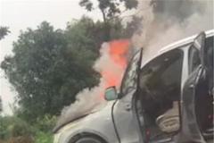 自燃现象频发!奥迪Q5发生自燃,车价46万,车头着火直接烧毁