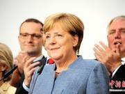 长时间站立时全身颤抖 柏林为默克尔变更外交礼节
