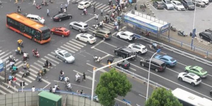 【紫牛新闻】常州3死10伤车祸伤