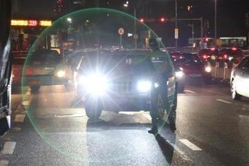 开车时,后车连闪2次大灯是啥意思?很重要,不懂就别开车了