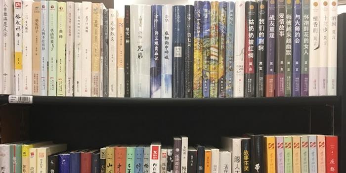 二楼主要是各种类型文学的书籍以及童书专区;三楼则主要是其他语言