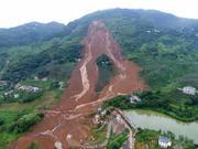 贵州水城山体滑坡持续救援 多辆挖掘机进场(组图)