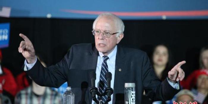 民主党议员桑德斯陪病患赴加买胰岛素 批美高药价
