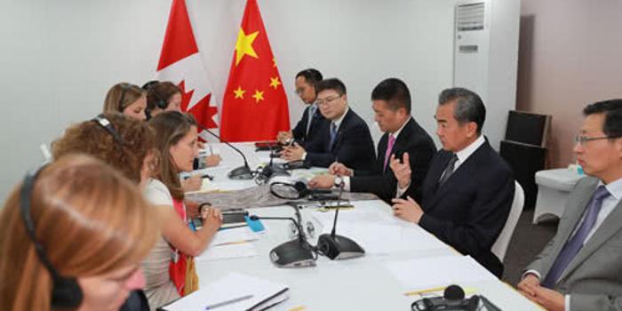 王毅會晤加外長:扣押中國公民 激起中國人民憤慨