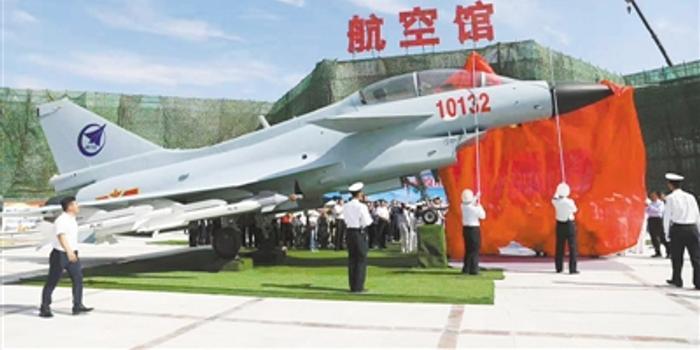 歼10双座型战机退役后入驻银川军博园(图)