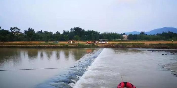 为营救落水群众 浙江湖州一消防员被大水卷走失联