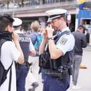 德三大城市華人合唱國歌 對方蒙面人被警察摘面罩