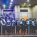 黑衣人旺角等地鬧事挑釁警署 被香港警察果斷驅散