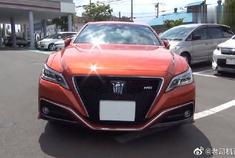 这款丰田皇冠,改变了传统外表,更具现代化的红色车头帅啊